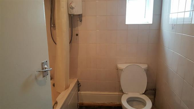 Self contained flat 8 Bathroom